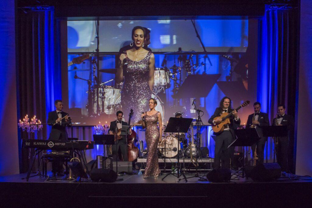Unterhaltung auf der Bühne