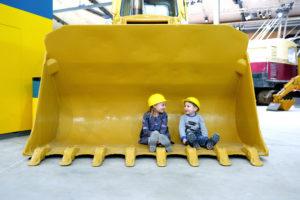 Kleine Kinder, grosse Maschinen