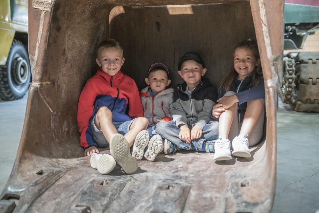 Kinder an der Modellbörse